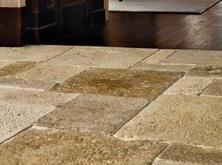Een beige castle stone vloer.