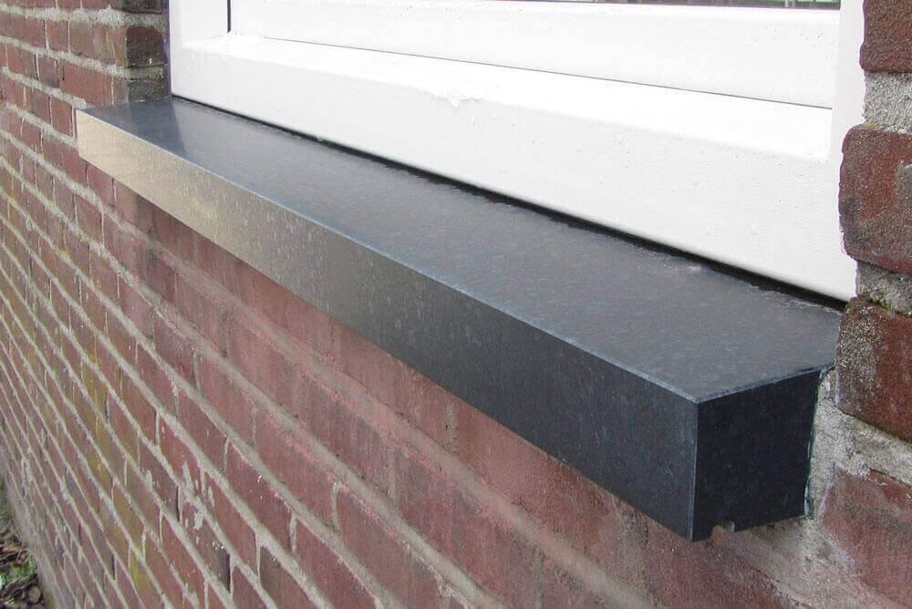 Basalt Olivian Black Gezoet - Olivian Black Basalt Raamdorpel - 20,5 cm