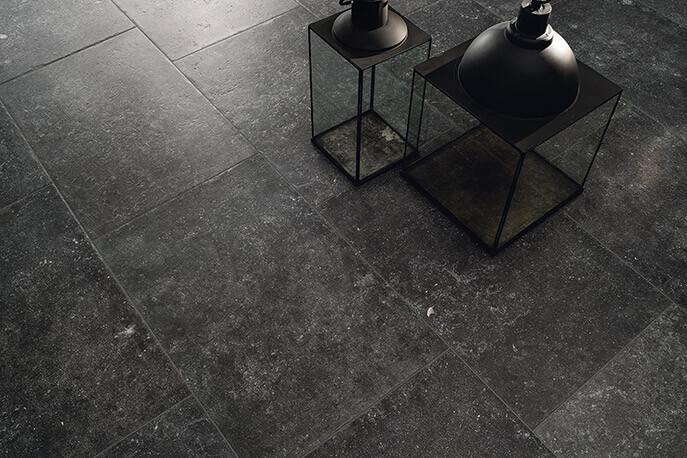 Terrastegels basalt look - Manoir Noir Hainaut (Buiten)
