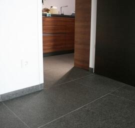 Olivian Black Basalt - Gebrand & Geborsteld (Binnen)