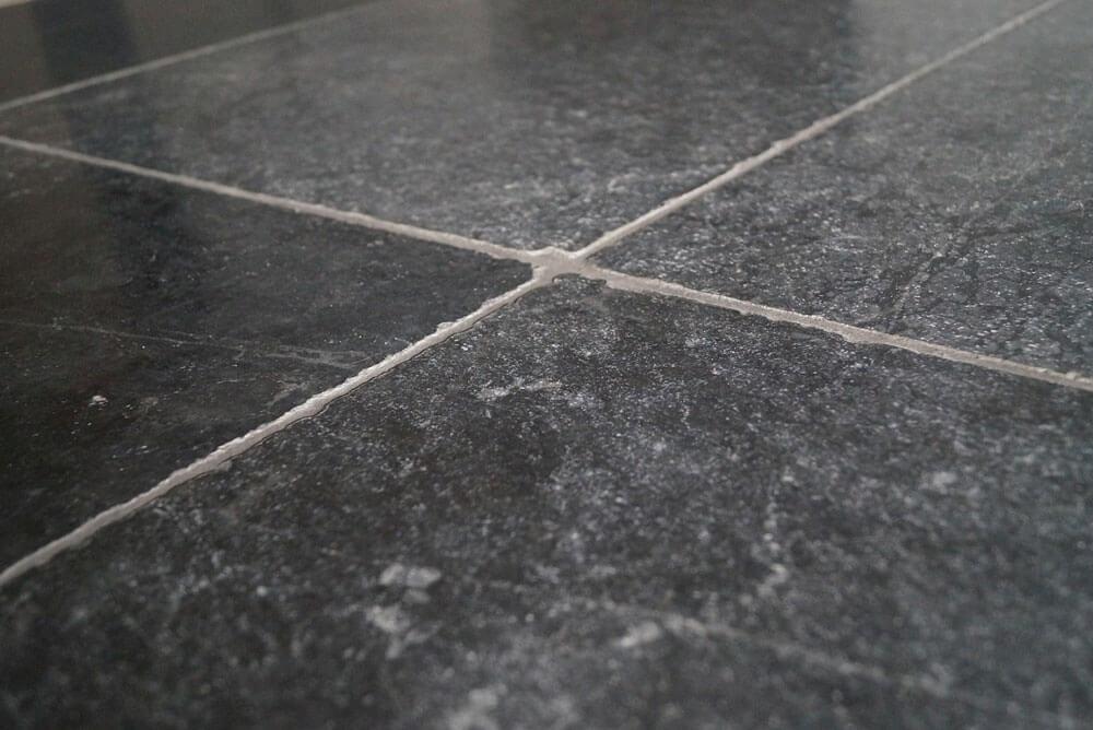Hardsteen terrastegels - Turks Hardsteen Dark - Soft Finish (Buiten)