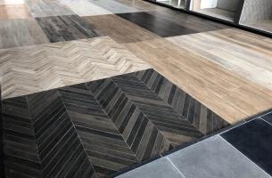 Visgraat vloer showroom Vianen